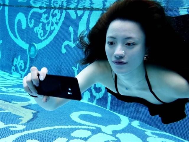 Galaxy S9镜头下的比基尼妹子令人脸红