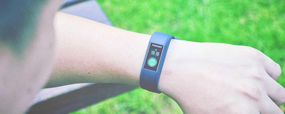 阳光下自由奔跑 斐讯W3智能手环评测
