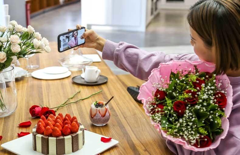 模范直男:情人节用科技厨电自制爱心甜品大餐