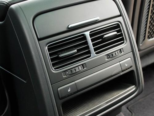 天气渐热开车时需降温,开窗还是开空调?