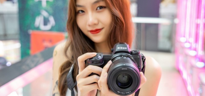 谁想到相机也能搭讪女神