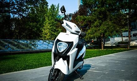 雅迪T6铂金版具备燃油摩托车80%的属性