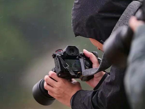 雨中拍摄相机扛得住吗?松下G9行摄霞浦