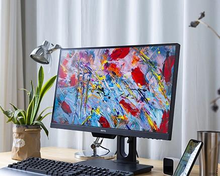 除了面板、色域 专业显示器还应该考虑哪些?
