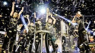 巴黎夜空下起金色的雨 RNG拿下世界冠军
