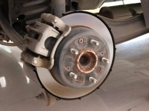 守护驾驶安全的刹车片 就这样更换