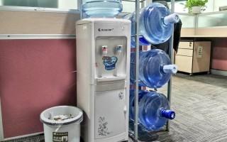 办公室桶装饮水机里有蟑螂是真的吗?
