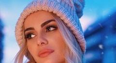 冬天穿高领毛衣的漂亮美女壁纸