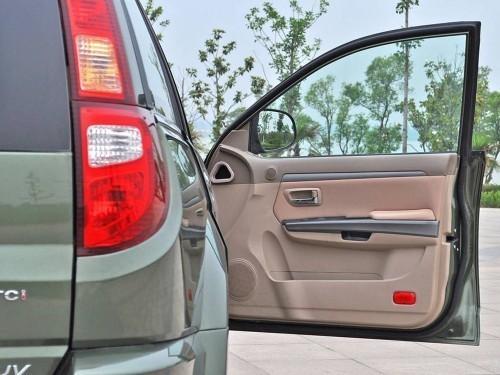 关车门不需要用太大力,确保关紧就可以