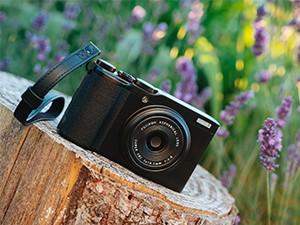扫街利器 富士正式发布高端便携相机XF10