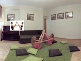 美女练瑜伽