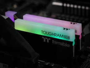 曜越ToughRam RGB内存评测:铝制散热 联动灯效