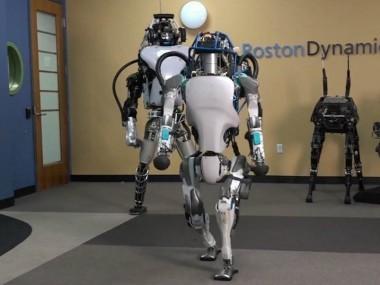 波士顿动力机器人Atlas已经会跑酷了